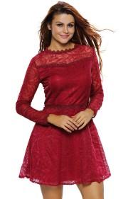 Бардовое кружевное вечернее платье с вышивкой