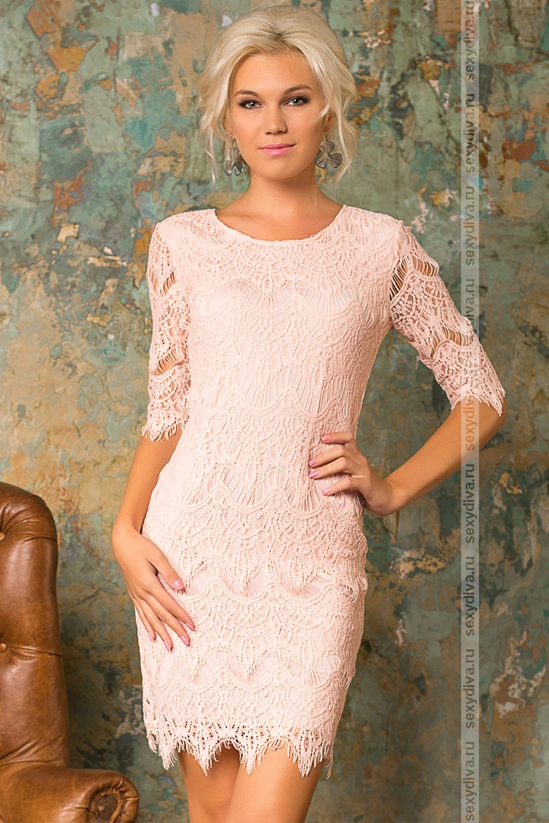 Платье персикового цвета с кружевом
