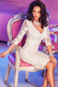 Нарядное белое платье из цветочного кружева
