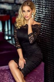 Черное приталенное кружевное платье